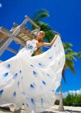 Свадебное платье с голубыми цветами