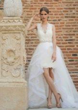 Короткое со шлейфом свадебное платье