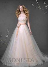 свадебное платье от Романовой цвета персик