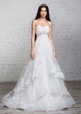 свадебное платье от Романовой а-силуэта с многослойной юбкой