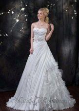 Свадебное платье из коллекции EUROPE COLLECTION с драпировкой