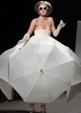 Платье из зонта Джиани Моларо