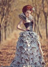 Вечернее платье из газет