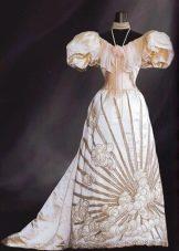 Старинное свадебное платье розового цвета
