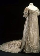 Старинное свадебное платье серебристого цвета