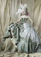 Старинное свадебное платье нежно голубого цвета