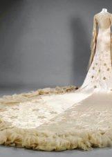 Свадебное платье со шлейфом ретро