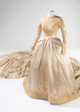 Платье свадебное со шлейфом 19 века