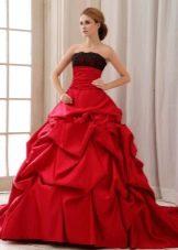 Свадебное платье красное с черным декором