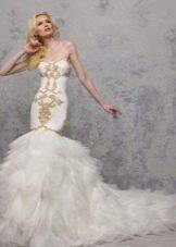 Свадебное платье с вышивкой золотом