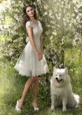 Пышное короткое свадебное платье с рукавом