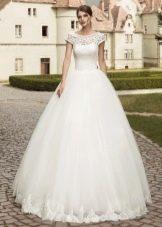 Свадебное платье пышное с короткоми рукавами