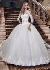 Свадебное платье пышное с рукавами с заниженной талией