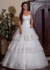 Свадебное платье а-силуэта многоярусное