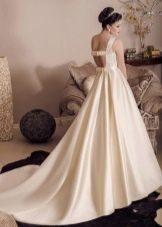 Свадебное платье а-силуэта с открытой спиной