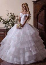 Свадебное платье пышное с многоярусной юбкой