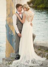 Свадебное платье элегантное с вырезом на спине прямое