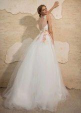 Свадебное платье элегантное с вырезом на спине а-силуэта