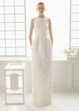 Элегантное свадебное платье закрытое не пышное