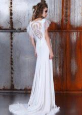 Свадебное платье элегантное с вырезом на спине со шлейфом