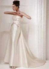 Свадебное платье с жемчугом на лифе