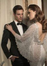 Свадебное платье с жемчугом на рукавах