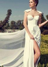 Свадебное платье с жемчужной ниткой