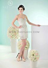 Короткое свадебное платье от Василькова со стразами