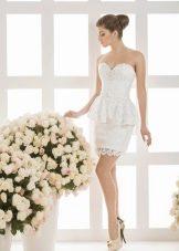Короткое свадебное платье от Василькова с баской