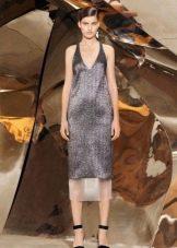 Вечернее платье серебряного цвета