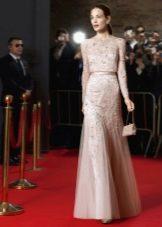 Розовое вечернее платье с рукавами
