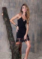 Шелковое вечернее платье в бельевом стиле
