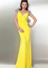 Желтое шелковое вечернее платье