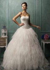Свадебное платье а-силуэта с кринолином