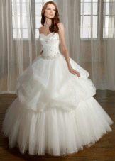 Пышное свадебное платье с кринолином