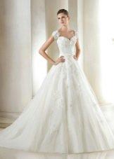 Свадебное платье из коллекции Glamour от San Patrick с кружевом
