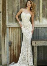 Облегающее вечернее платье из кружева