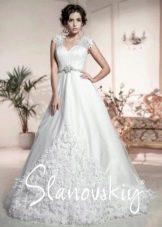 Свадебное платье с объемными элементами