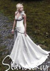 Свадебное платье с цветной вставкой