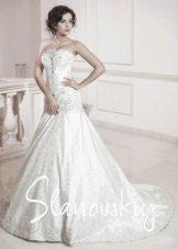 Свадебное платье декорированное жемчугом