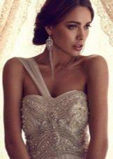 Свадебное платье с одной бретелью от Анны Кэмпбелл