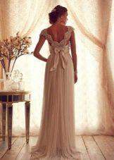 Свадебное платье из коллекции Gossamer  от Анны Кэмпбелл  с вырезом на спине