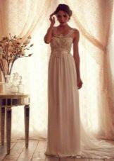 Свадебное платье из коллекции Gossamer  от Анны Кэмпбелл с жемчугоом