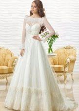 Закрытое свадебное платье с корсетом