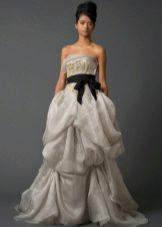 Свадебное платье от Веры Вонг из коллекции 2011 а-силуэта