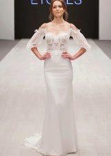 Свадебное платье от Ange Etoiles с приспущенными плечами