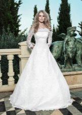 Свадебное платье от Anne-Mariee из коллекции 2014 с приспущенными плечами