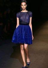 Пышное короткое бархатное платье