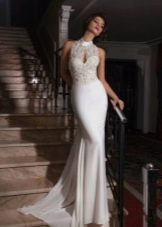 Прямое свадебное платье с кружевным верхом