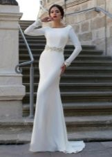 Прямое свадебное платье белое с рукавами